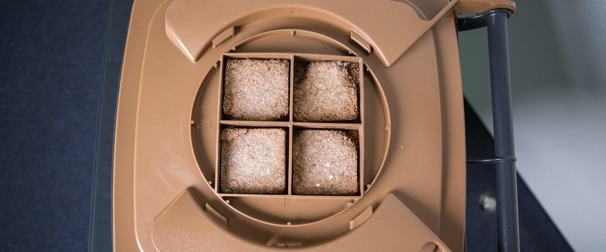 Biotonne mit geöffnetem Filter